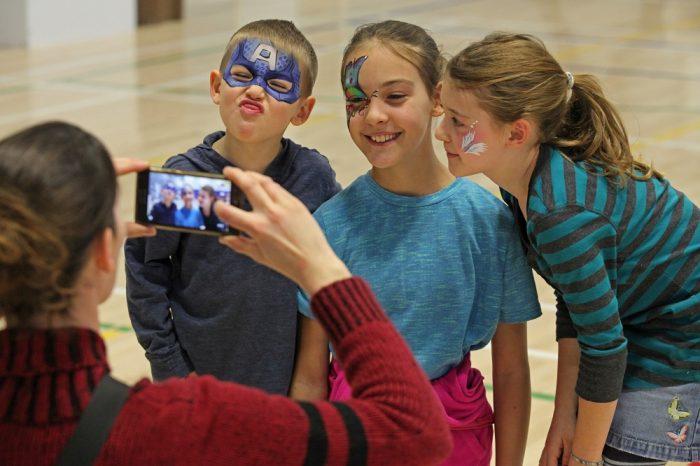 Enfants qui sourient_Fête de la famille de la région de Coaticook