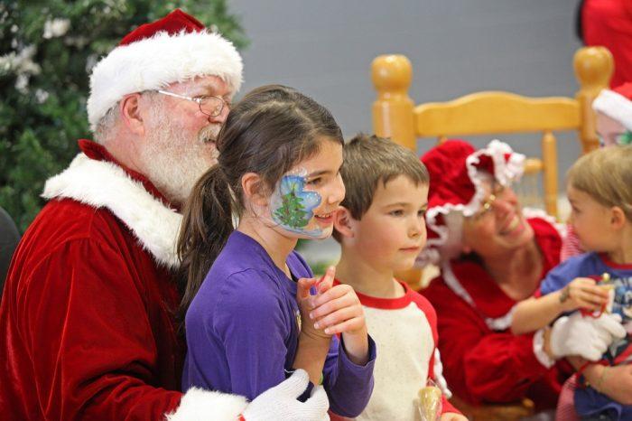 Pere Noel et enfants_Fête de la famille de la région de Coaticook